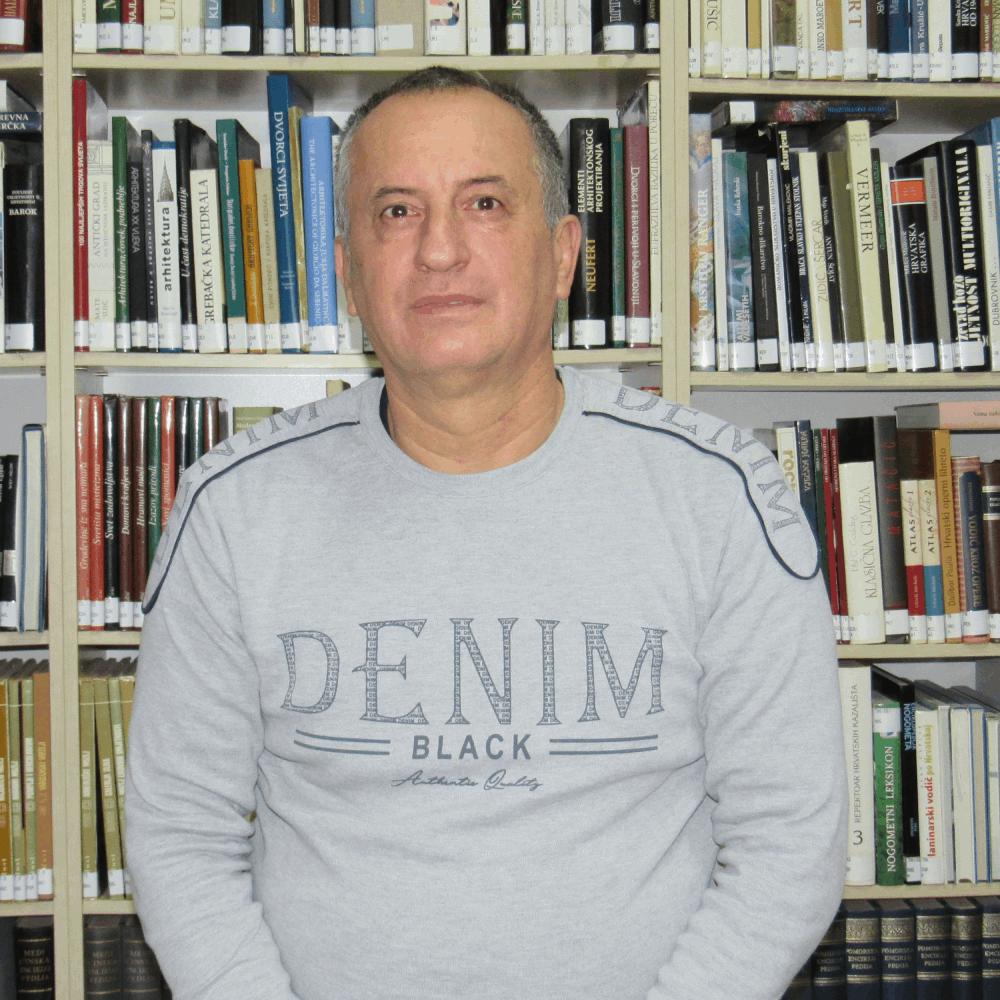 Djelatnik Dragan Krajnović
